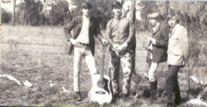 Tom Petty (segundo por la dcha.) en The Epics